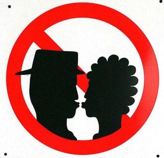 interdiction d'embrasser